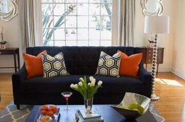 В помощь-покупателю - уютная комната - яркие подушки на диван